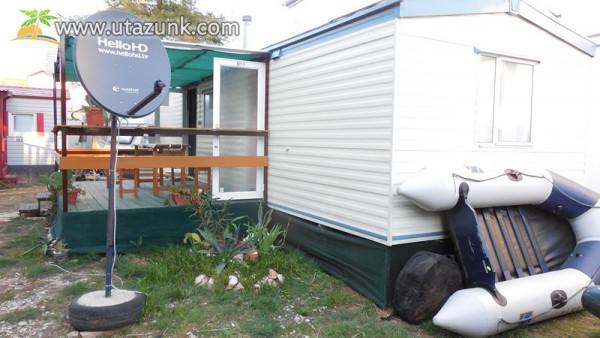 Horvátország. Eladó összközműves, klímás, wifis,tv-s mobilház a Dalmacija Camp Privlakában.