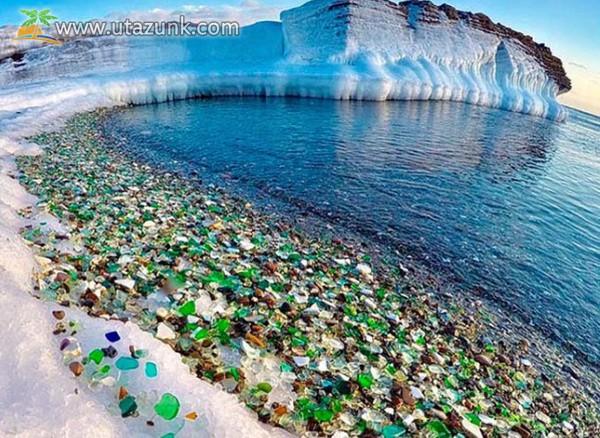Különleges látványosság: üvegpart az öbölben