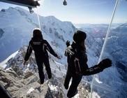 Döbbenetes és félelmetes üvegkilátó a Mont Blanc csúcsán
