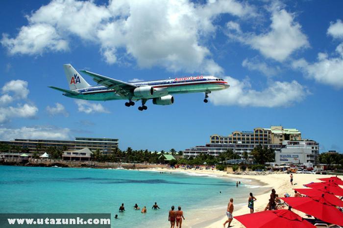 St Maarten - Leszálló repülõ a strand felett