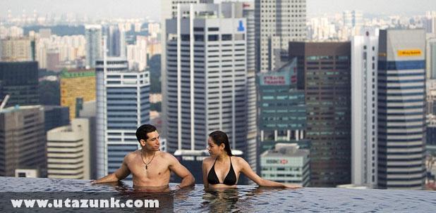 Marina Bay Sands Hotel, Medence a tetõn