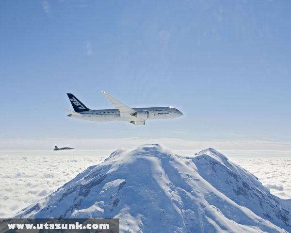 Az elsõ próbaút, Boeing 787 (új idõszámítás kezdõdik a személyszállításban)