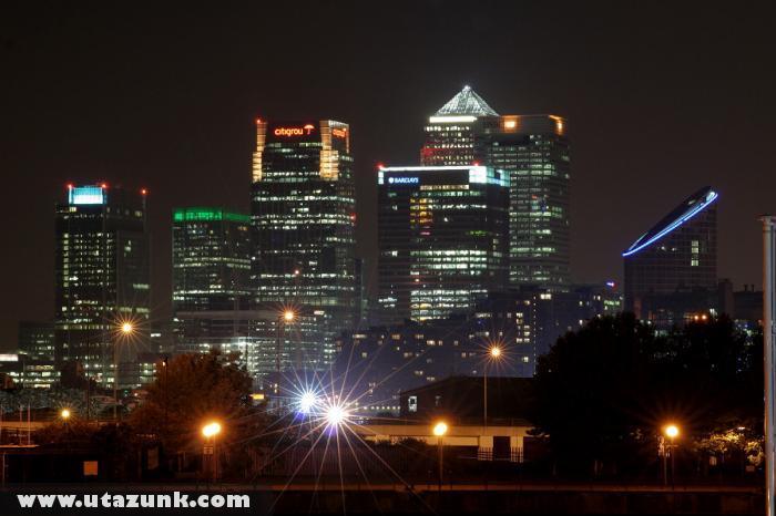 London üzleti központja esti fényében