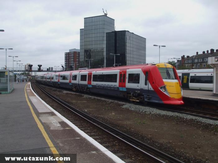 A Gatwick Express befut East Croydon állomásra