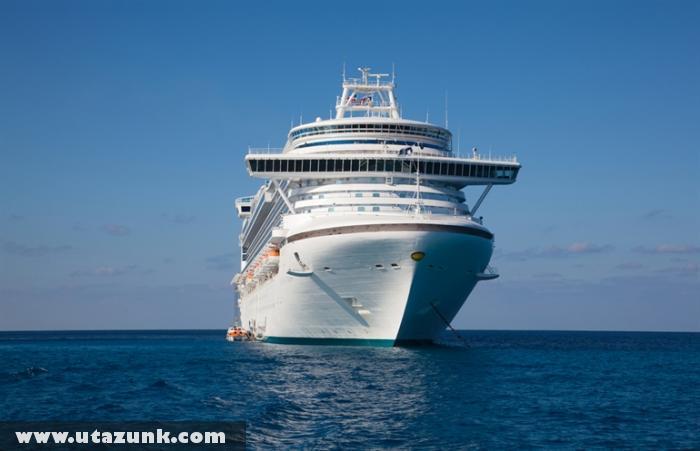 Kikötött a Carribien Cruises
