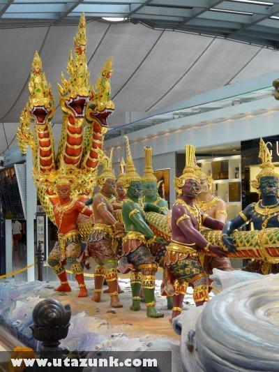 A bangkoki repülõtér utasvárójában