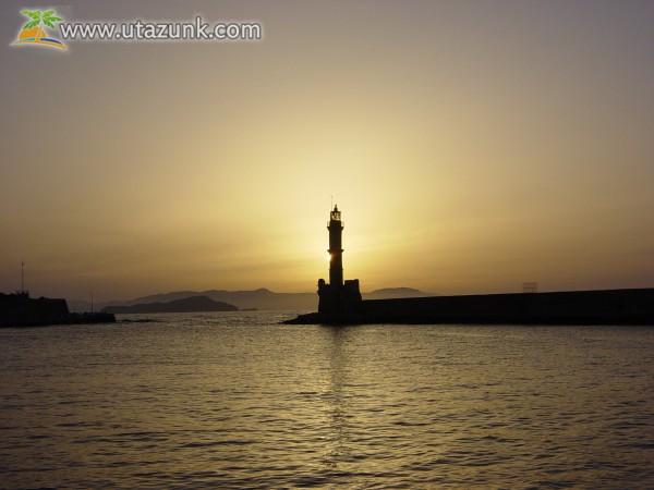 Krétai világítótorony naplementében