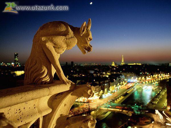 Notre Dame kőszobra