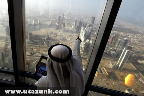 Burdzs Kalifa, Kilátás a toronyból