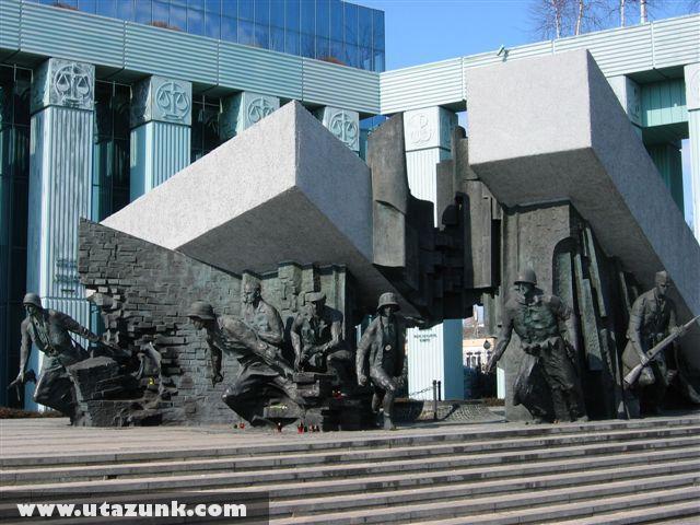 Háborús emlékmû Varsóban