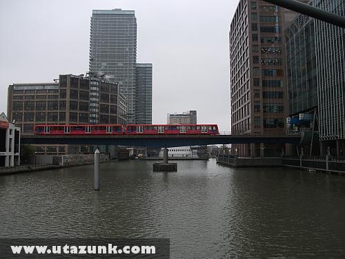 A DLR a Canary Wharf hídján