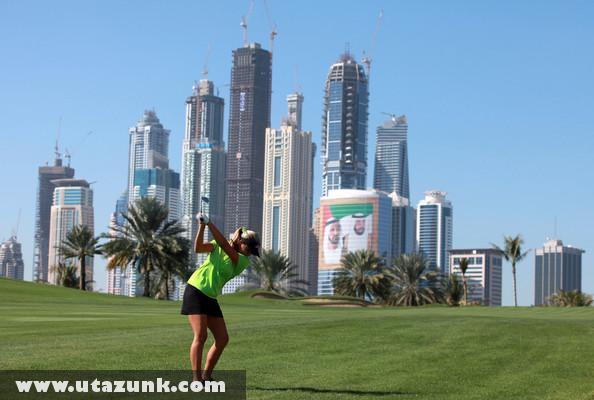 Felhõkarcolók Dubaiban, és egy kis golf