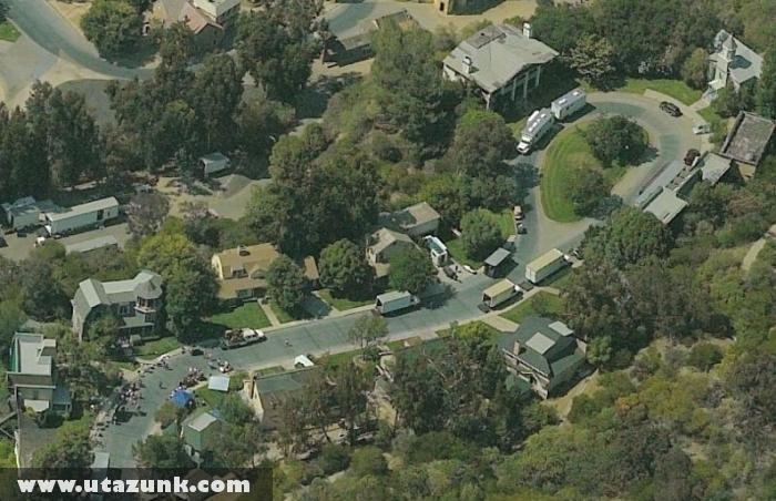 Colonial Street Los Angelesben! Itt veszik fel a Született Feleségek külsõ jeleneteit!