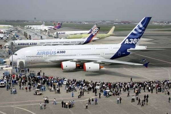 A világ legnagyobb személyszállító repülõgépe (A380)