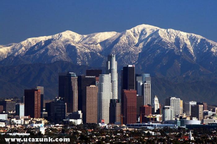 Los Angeles üzleti központja és a hegyek