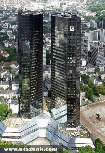 A Deutsche Bank ikertornyai, becenevükön a 'tartozik' és 'követel'
