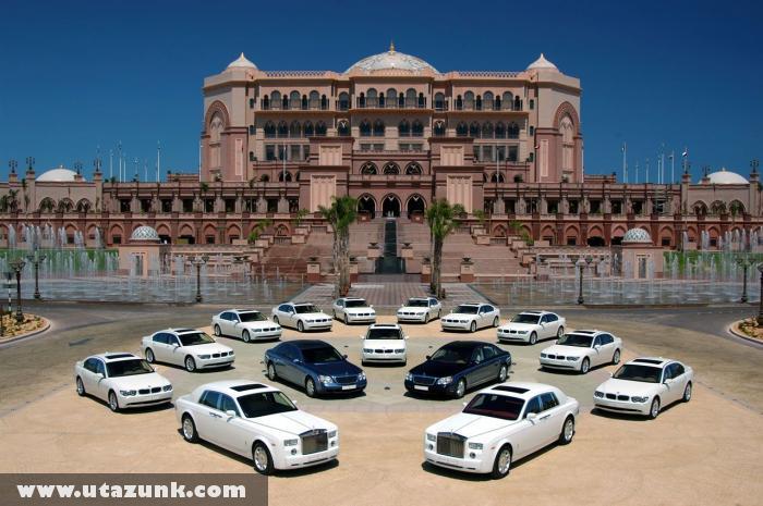 Abu Dhabi: Magánpalota néhány autóval