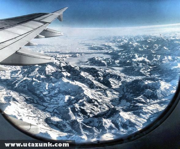 Az Alpok a repülõ ablakából nézve