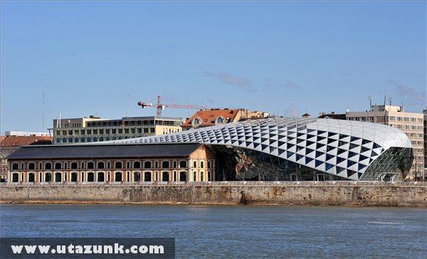 A Duna-parti Central European Time (CET) épületegyüttese Budapesten