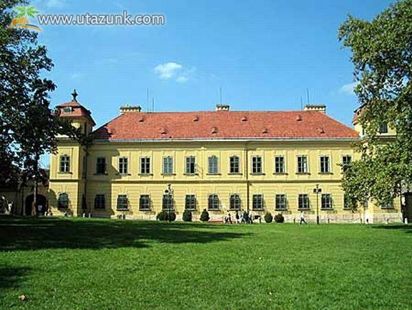 Az Eszterházy-kastély Tatán