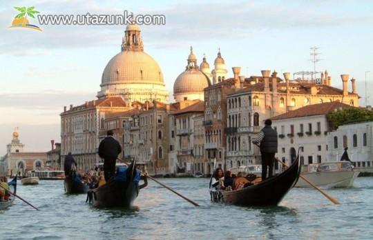 Csónakázás Velencében