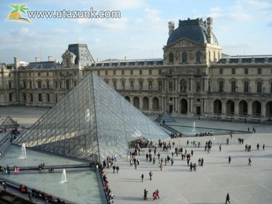Párizs, Louvre Múzeum