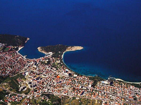 Makarska a Biokovo hegy feletti repcsibõl