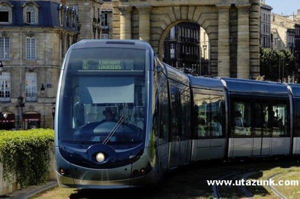 Felsõvezeték nélküli villamos Bordeaux-ban