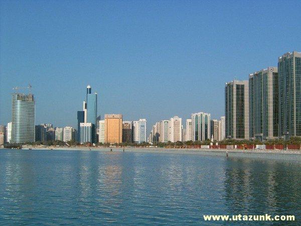 Abu Dhabi (felhõkarcolók és tengerpart)