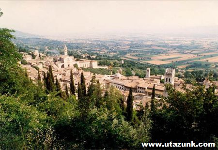 Assisi városának panorámája