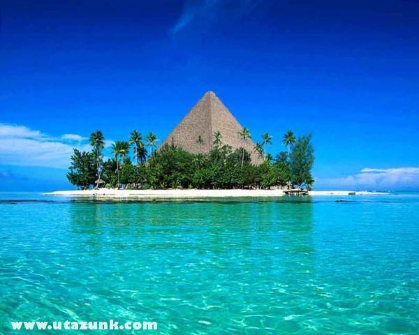 Piramis a semmi közepén...