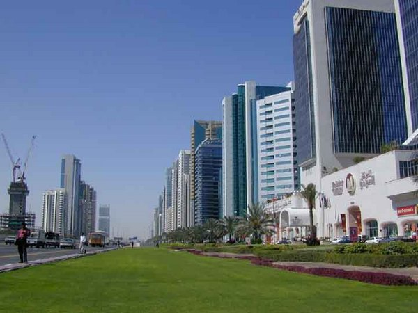 Dubai épülõ luxusváros.