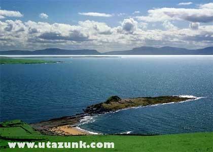 Az ír tenger idilli képe