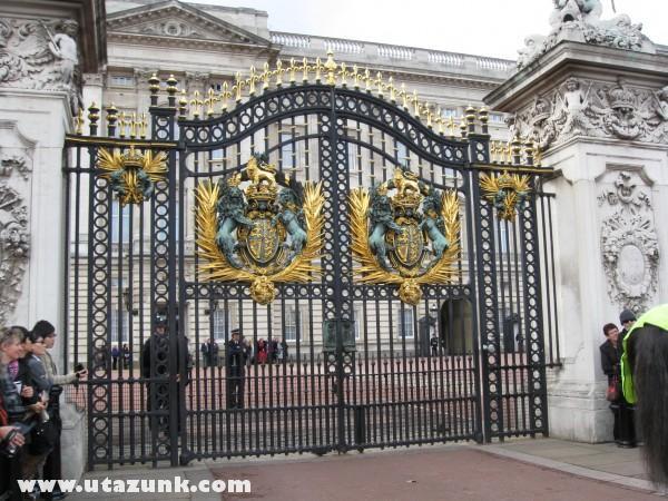 A Buckingham Palota bejárata