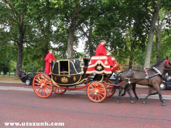 Látogató jön a Buckingham Palotába