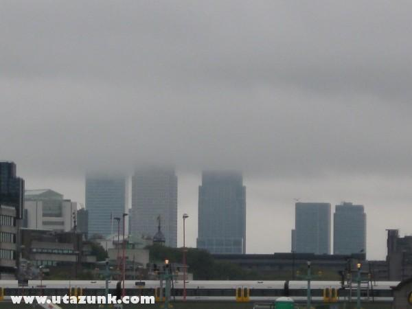 Felhõk takarják London üzleti negyedét
