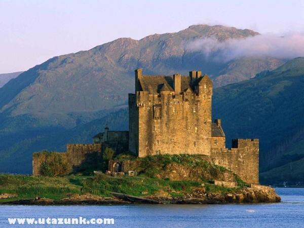 Eilean Donan Castle, Near Dornie, Skócia
