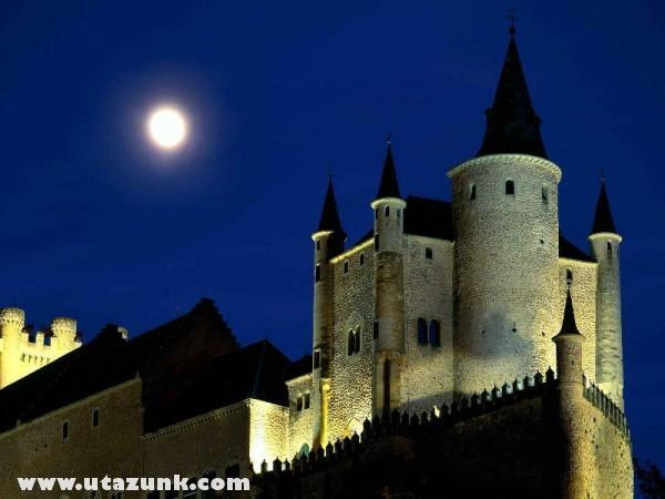 Moon Over Alcazar Castle, Spanyolország