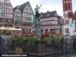 Az Igazságosság-kút és favázas házak a Römerbergen